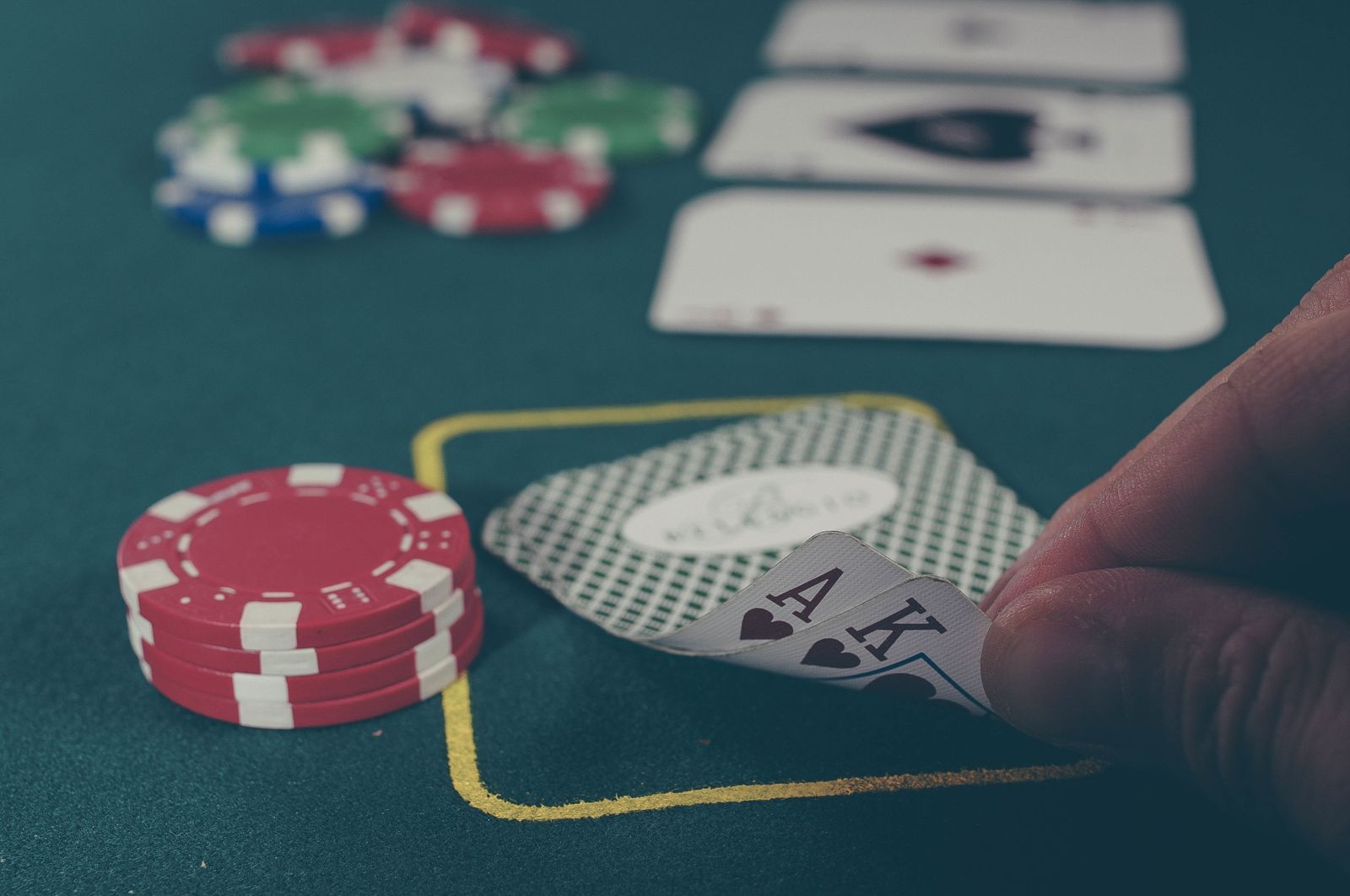Amateurs Casino Game However Overlook A Few Simple Issues